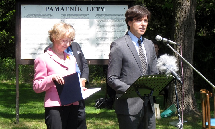 Ambassador Andrew Schapiro speaks at the commemoration ceremony at the Lety Memorial on May 13, 2015. (photo U.S. Embassy Prague)