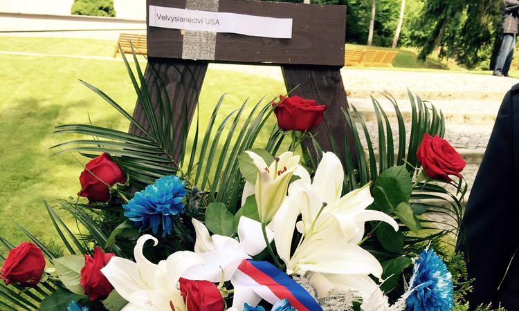 Velvyslanectví uctilo památku obětí vyhlazení Ležáků.