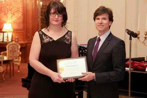 U.S. Ambassador Andrew H. Schapiro presents the Alice Garrigue Masaryk Award to Klára Kalibová, Director and founder of In IUSTITIA, December 8, 2014. (photo U.S. Embassy Prague)
