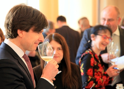 Ambassador Andrew Schapiro tastes one of the Californian wine labels.