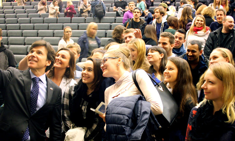 Ambassador Schapiro takes a selfie with students of the Technical University in Liberec. (photo U.S. Embassy Prague)