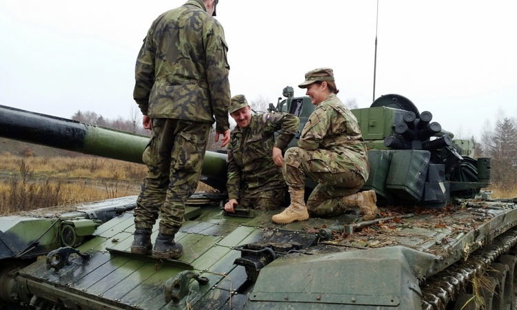 U.S. Army Command Sergeant Major Sheryl Lyon met with the 73rd Tank Battalion in Praslavice.