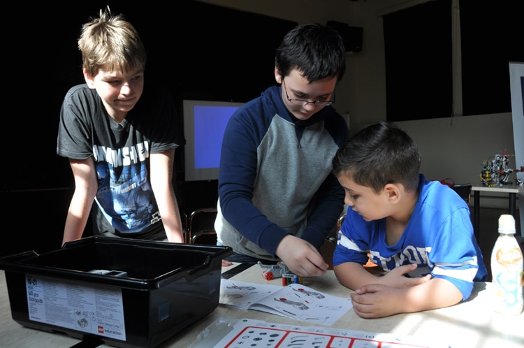 Embassy Supports Robotics Workshop For Kids U S Embassy In The