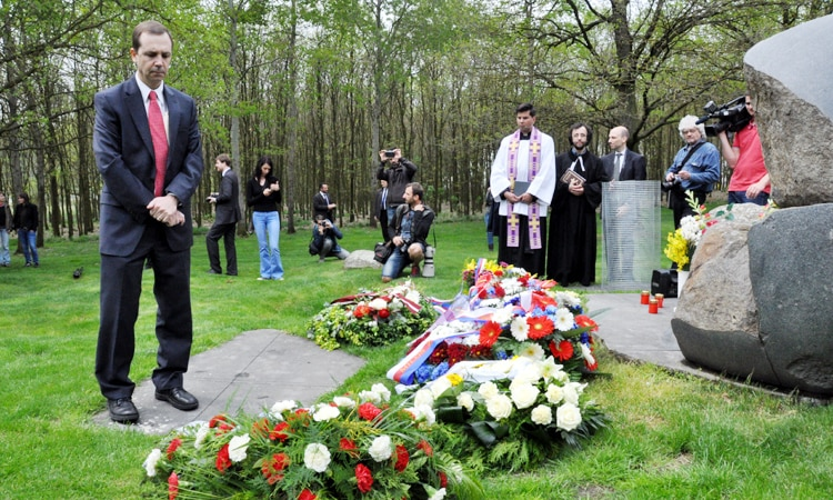 U.S. Embassy Acting Deputy Chief of Mission James Merz participated on May 13 in the ceremony paying homage to Roma victims of the Lety concentration camp.