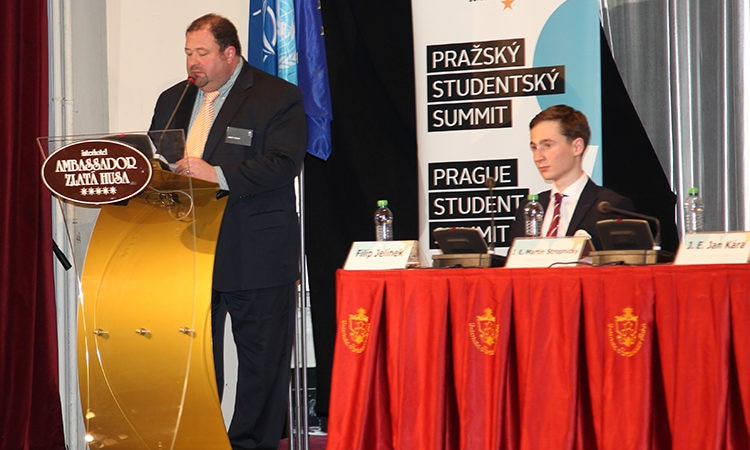Acting DCM Ray Castillo addressed more than 300 Prague Student Summit participants.